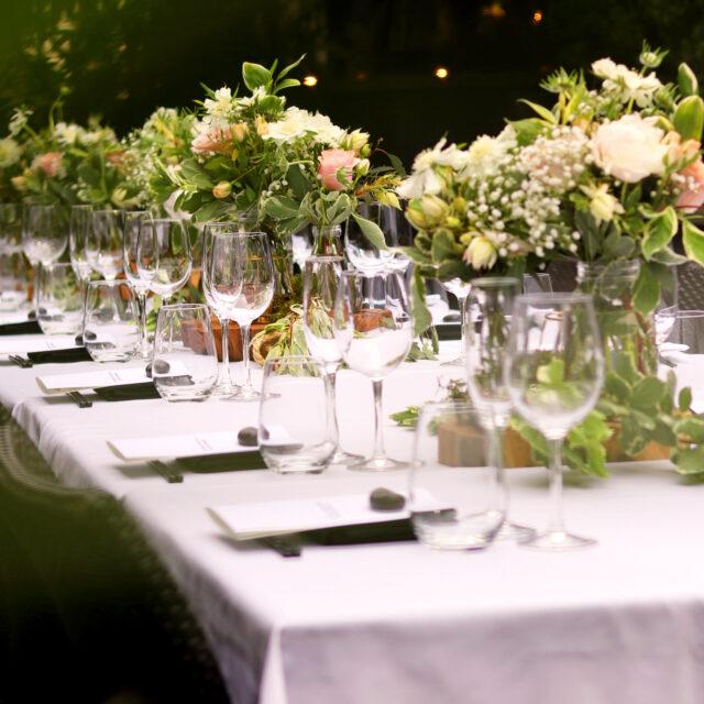 Lange tafel op evenement